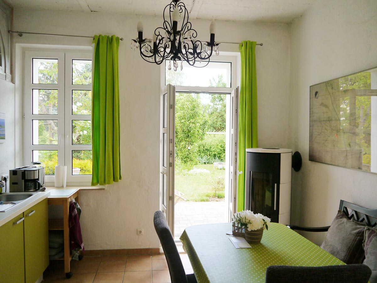 kueche mit kamin ferienwohnung bei berlin sunny ferienwohnung in hoppegarten. Black Bedroom Furniture Sets. Home Design Ideas