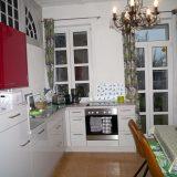 Küche in rot und weiß